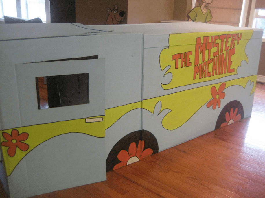 Moving box creation of the mystery machine