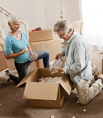 couple-packing-boxes