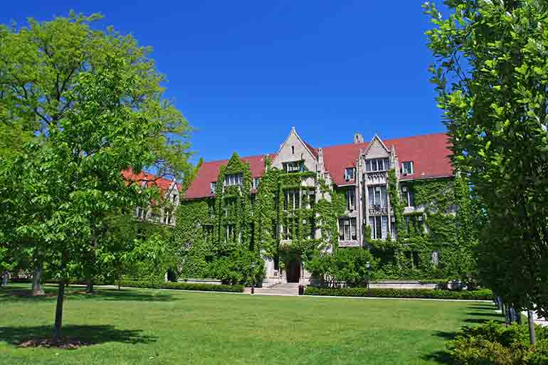 The world-renowned University of Chicago is located in the South Side Chicago Neighborhood of Hyde Park